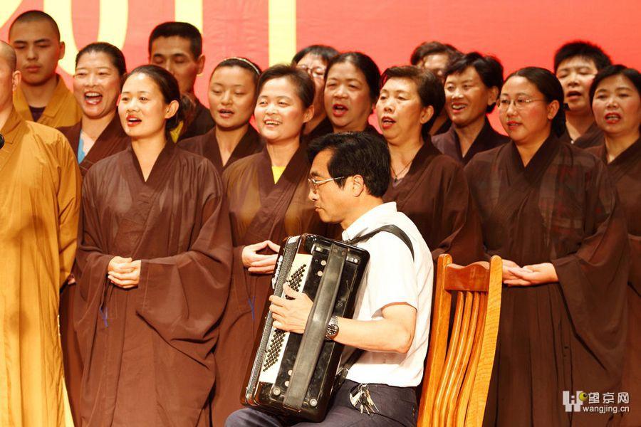 基督教歌曲使徒信经池敬安歌谱-道和尚尼姑耶稣基督 诸神唱同一首歌 精神病也唱了